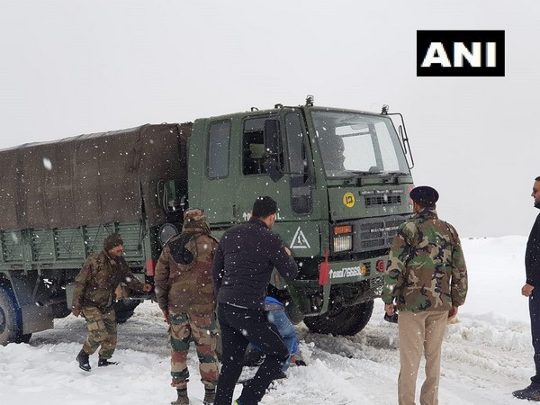 Visual of rescue operation on the Manali-Leh road