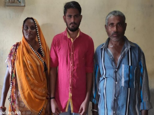Vijay Makwana in the centre with his parents.