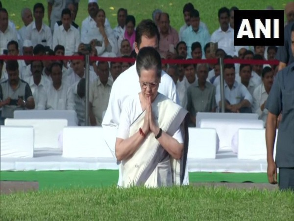 UPA chairperson Sonia Gandhi pays tribute to Jawaharlal Nehru at Shantivan in New Delhi. Photo/ANI