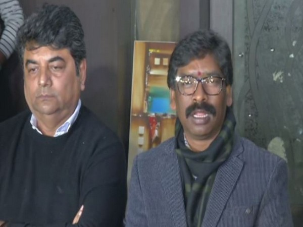 JMM working president Hemant Soren with Congress leader RPN Singh at a press conference in Ranchi on Monday. Photo/ANI