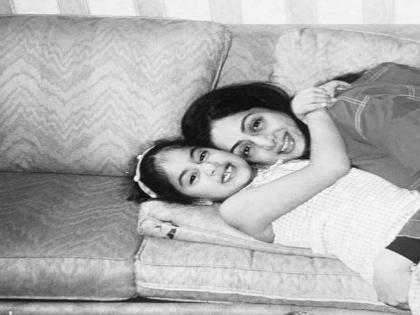 Childhood picture of Janhvi Kapoor with mother and actor Sridevi (Image Source: Instagram)