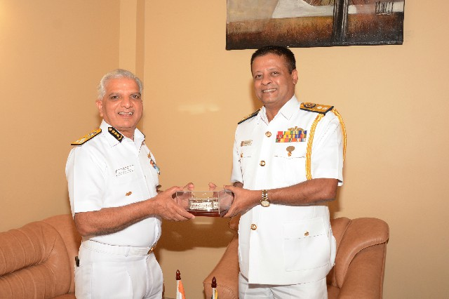 Indian Coast Guard Director General Rajendra Singh meeting with his Sri Lankan counterpart Rear Admiral Samantha Wimalathunga in Colombo on April 9