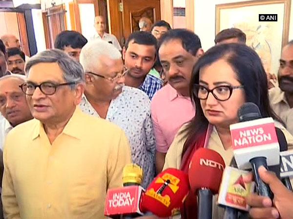 BJP leader SM Krishna along with Sumalatha Ambareesh speaking to reporters in Mandya on Friday (Photo/ANI)