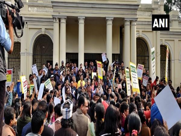 Delhi University protesting outside DU VC office on Wednesday. Photo/ANI