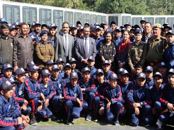 Jammu and Kashmir students who came for 'Bharat Darshan' tour