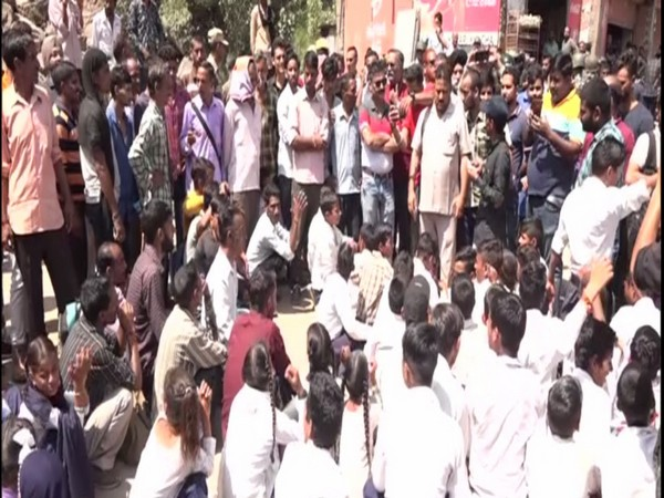 Students block Jammu-Srinagar national highway to protest against teachers' shortage. Photo/ANI