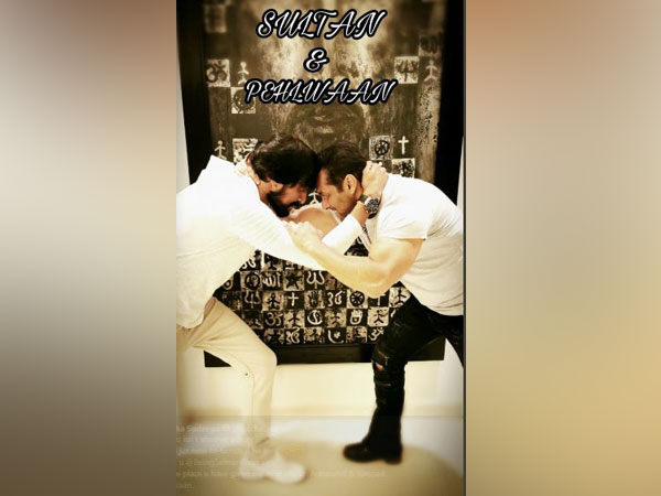 Kichcha Sudeepa and Salman Khan, Picture courtesy: Twitter