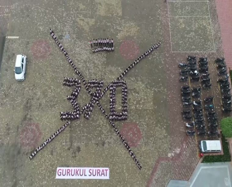 This Surat School Created Special Human Chain To Celebrate