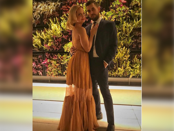 Mena Suvari and Michael Hope (Image source: Instagram)