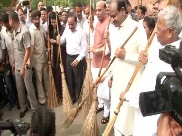 Lok Sabha Speaker Om Birla along with senior Cabinet Ministers at the launch of Swachchta Abhiyan in the Parliament Estate on Saturday in New Delhi. Photo/ANI