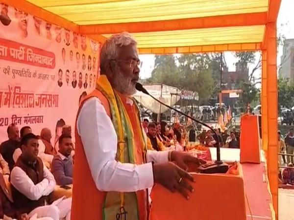 Swantantra Dev Singh addressing the gathering in Firozabad.