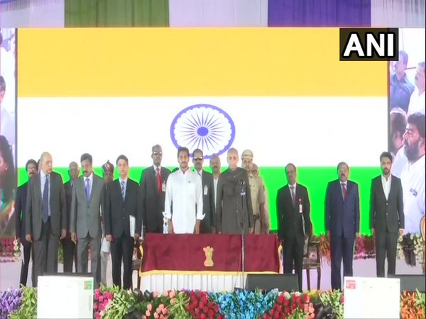 Governor ESL Narasimhan and CM Jaganmohan Reddy at swearing-in ceremony of ministers
