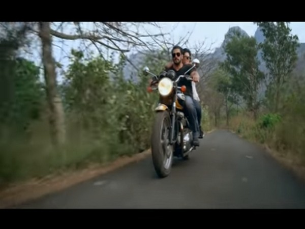 A still from the teaser of 'Tere Bina' starring Salman Khan and Jacqueline Fernandez (Image courtesy: YouTube)