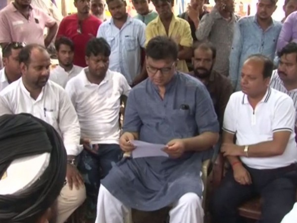 A team of AIMIM visited Tabrez's home in Kharsawanand area in Jharkhand on Wednesday. Photo/ANI