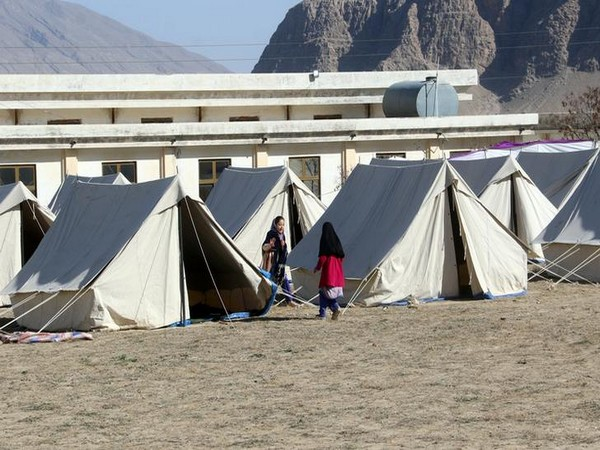Tents set up in Taftan to quarantine people who crossed from Iran