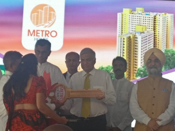 Sri Lankan PM Ranil Wickremesinghe hands over redeveloped homes to families in Colombo on Thursday. (Photo courtesy: Indian High commission in Sri Lanka)