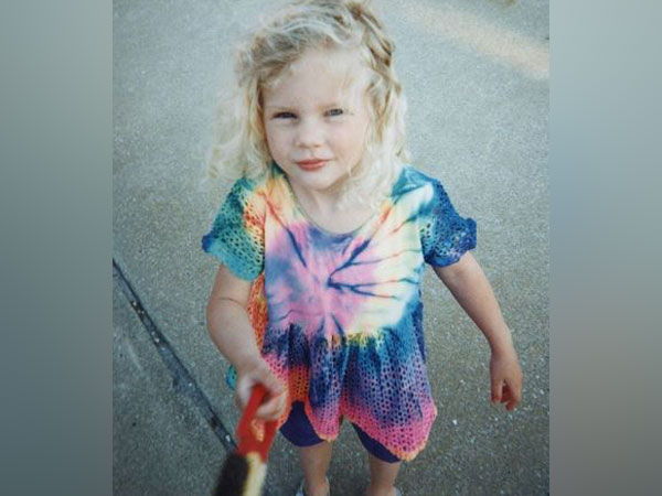 Childhood picture of Taylor Swift (Image Courtesy: Instagaram)