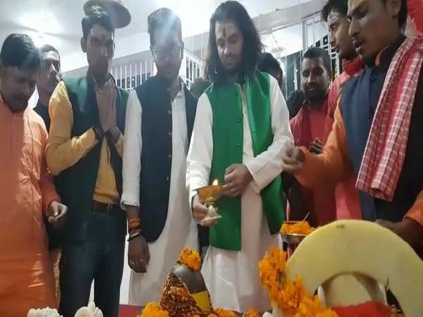 Bihar Rashtriya Janta leader and Lalu Yadav's eldest son Tej Pratap Singh Yadav performs prayers ANI/photo
