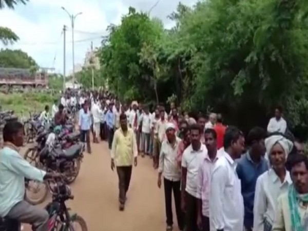 Farmers in long queue at Siddipet for urea on Thursday