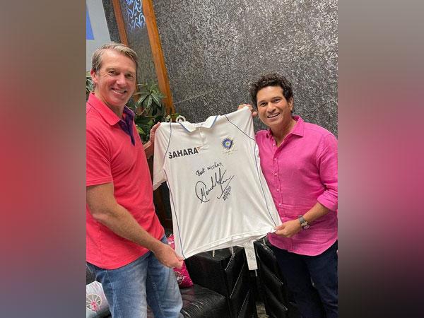 Former Australia pacer Glenn McGrath with Sachin Tendulkar (Image: Sachin Tendulkar's Twitter)