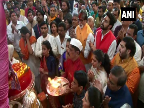 Bachchans and Ambanis offering prayers at Lalbaugcha Raja