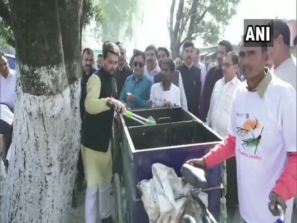 Union Minister Anurag Thakur participated in cleanliness drive in Una on Friday