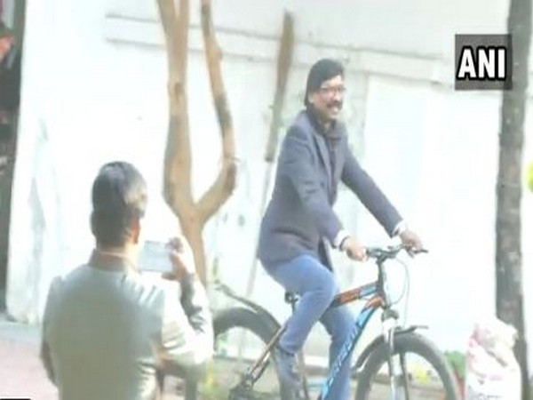 Jharkhand Mukti Morcha working president Hemant Soren rode a cycle at his residence in Ranchi on Monday. Photo/ANI