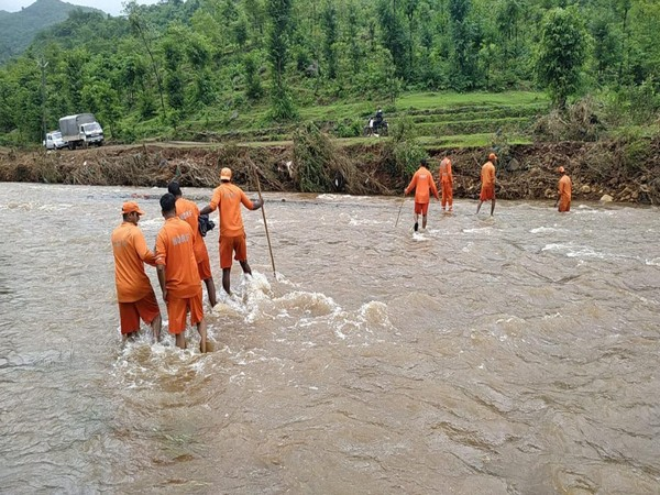 NDRF personnel conducting search operation for missing persons at Tiware dam site (Photo/ANI)