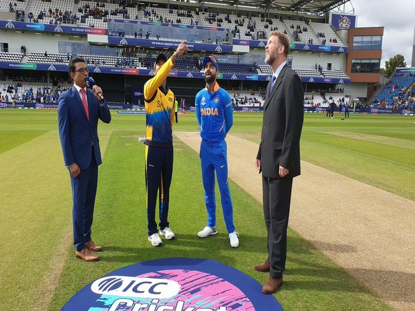 India skipper Virat Kohli and Sri Lanka skipper Dimuth Karunaratne during the toss at Headingley (Photo/BCCI Twitter)