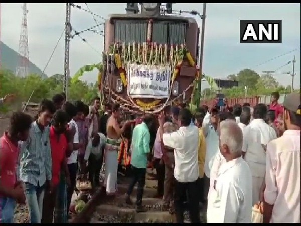The first train carrying water from Jolarpet railway station leaves for Chennai, Tamil Nadu on July 12. Photo/ANI