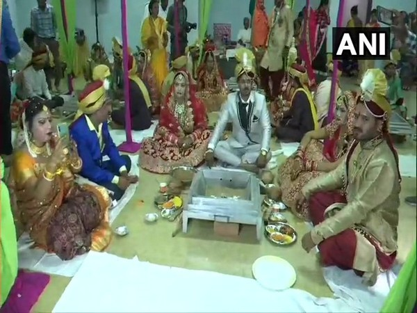 Couples participate in a mass trangender wedding held in Raipur on March 30. Photo/ANI