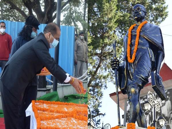 Himachal Pradesh Chief Minister Jai Ram Thakur offering floral tributes on Friday. (Photo/ANI)