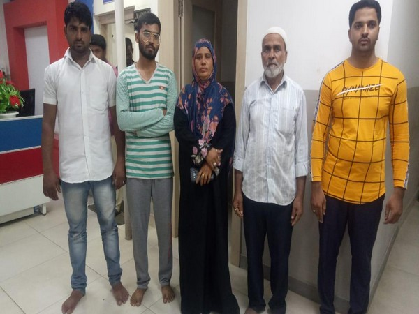 A woman TRS ward member and 4 others arrested for thrashing traffic constable in Hyderabad