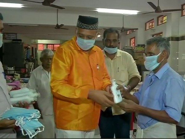 TN Muslim League distributes hand sanitisers and face masks to elderly people. Photo/ ANI