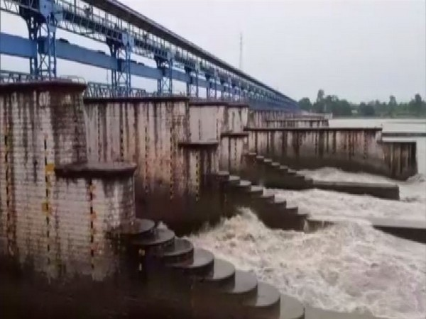 Over one lakh cusecs water released from Banbasa-Sharda barrage. (Photo/ANI)