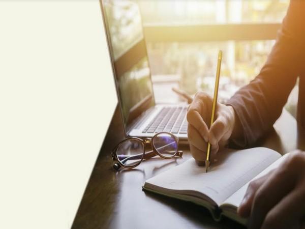 Create an emergency fund with Bajaj Finance online Fixed Deposit
