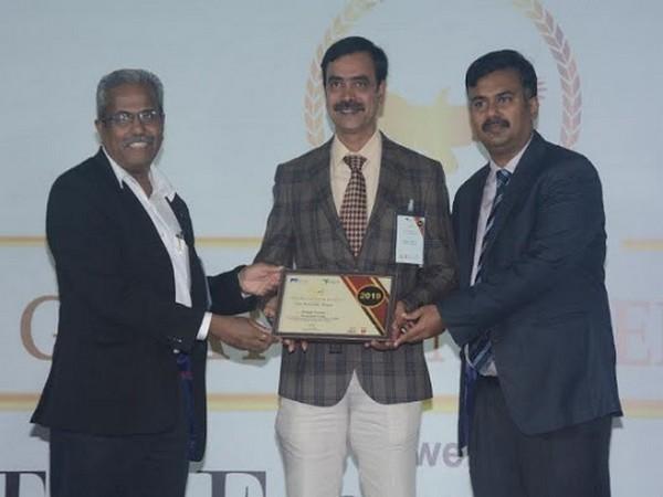 C Niranjan Kumar, Sr. General Manager - Technology receiving the award at the ceremony