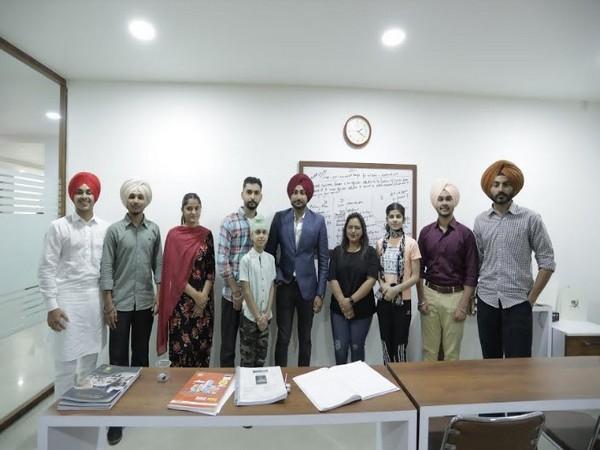 Renowned Folk singer Ranjit Bawa visits Indian Guardian office at Ludhiana  – ThePrint