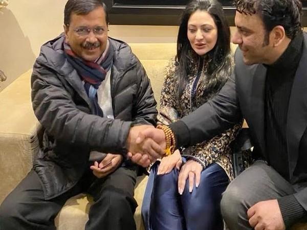 Tanya Sood, Founder and Jewellery Designer, House of AYNAT along with husband Avneesh Sood, Director, Eros Group with Delhi CM, Arvind Kejriwal