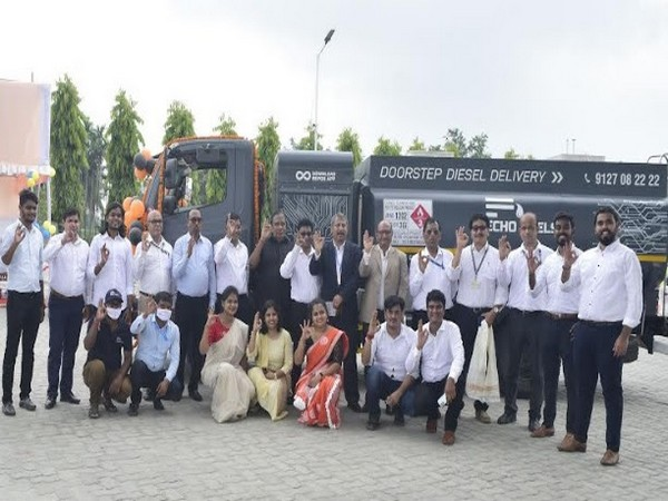 Team Echo Fuels along with Shri Debashis Naik (Head Retail East, BPCL) and Shri Subhankar Sen CGM (RI and Brand)