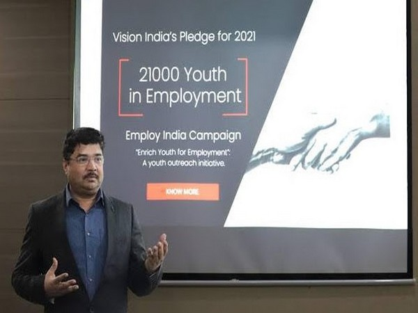 Vivek Kumar, CEO of Vision India, presenting the programme