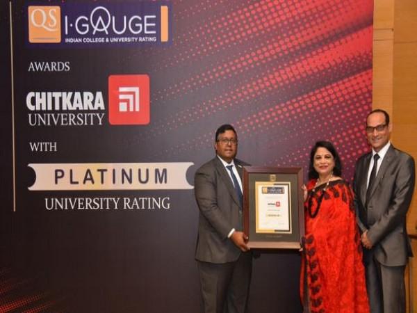 Chitkara University Pro Chancellor Dr Madhu Chitkara receiving the award