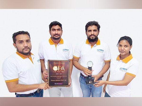 M M M Mumthaz (Sales Director), M R Abdullah Niroshan (Marketing Director), M N M Inthikab Roshan (Operation Director), J Jeyashalini (Sales Manager) receiving the award