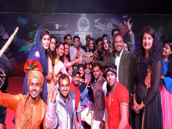 Actor Kriti Kharbanda and Chancellor of Renaissance University Swapnil Kothari with the trophy