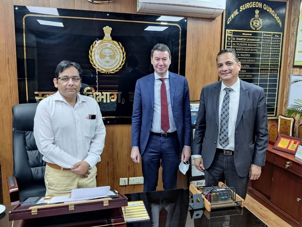 Left to Right: Dr Virendra Yadav, CMO, Civil Hospital, Gurugram, Laurent Germain, CEO, Egis and Sandeep Gulati, MD, Egis India