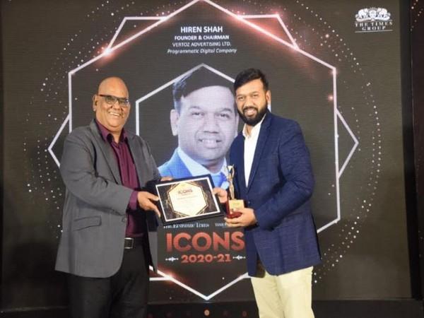 Hiren Shah receiving ET Icons Award