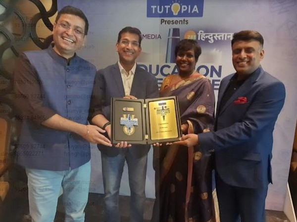 Ujjwal Singh, CEO - Infinity Learn by Sri Chaitanya (2nd From left), receiving The Most Promising Edtech Brand award by Zee Hindustan