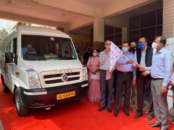 Yash Garg, IAS, DC Gurugram, launched STEM on Wheels Van in presence of Sudhir Tangri, Annmol Bhutani, Dinesh Upadhyay and Naresh Asnani from Keysight along with UWD Board Chair Kapil Kumria