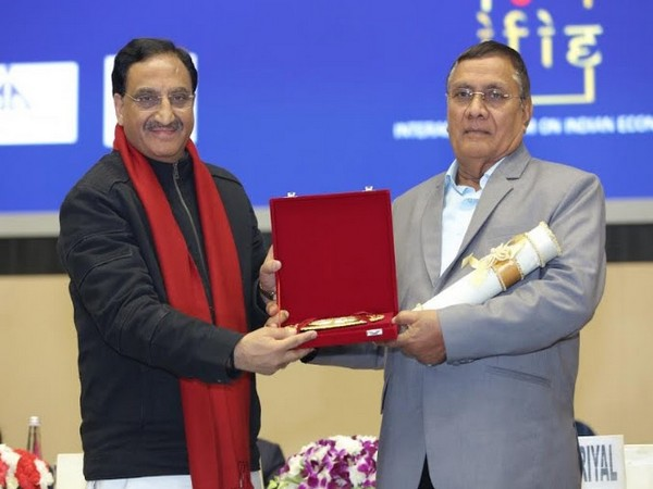 Indraman Singh accepting his award from Union HRD Minister, Dr Ramesh Pokhriyal