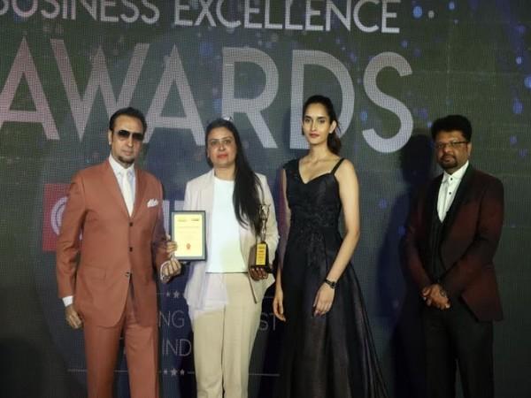 Dimple Bhardwaj, Head - MarComm, Raheja Developers Ltd, receiving the award from the hands of veteran actor Gulshan Grover